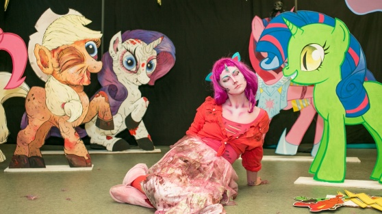 NIX Halloween; Zombie-pony attack